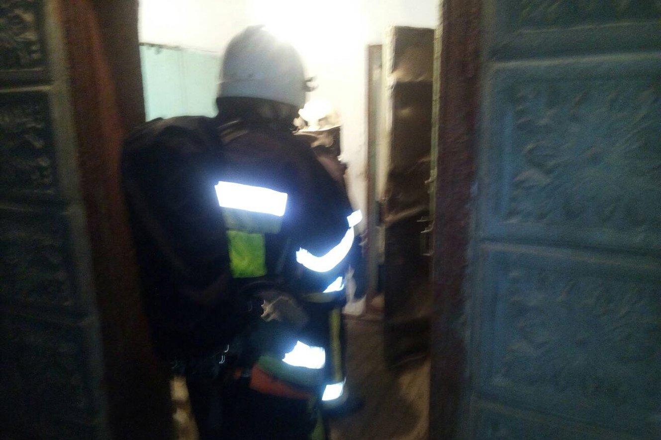На Хмельниччині в різдвяну ніч вогнеборці врятували життя чоловіку, фото-1