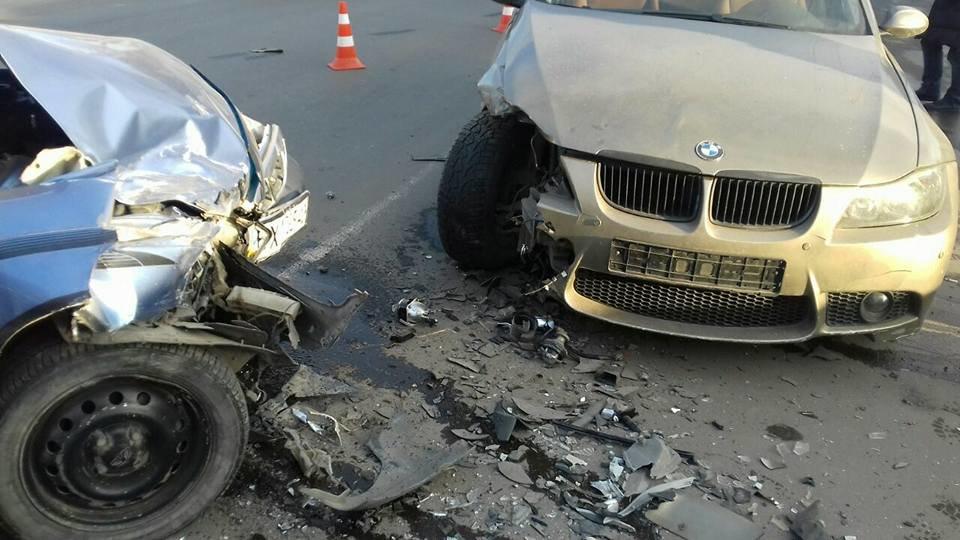 На Проспекті Миру «лоб в лоб» зіткнулися два автомобілі. ФОТО, фото-1