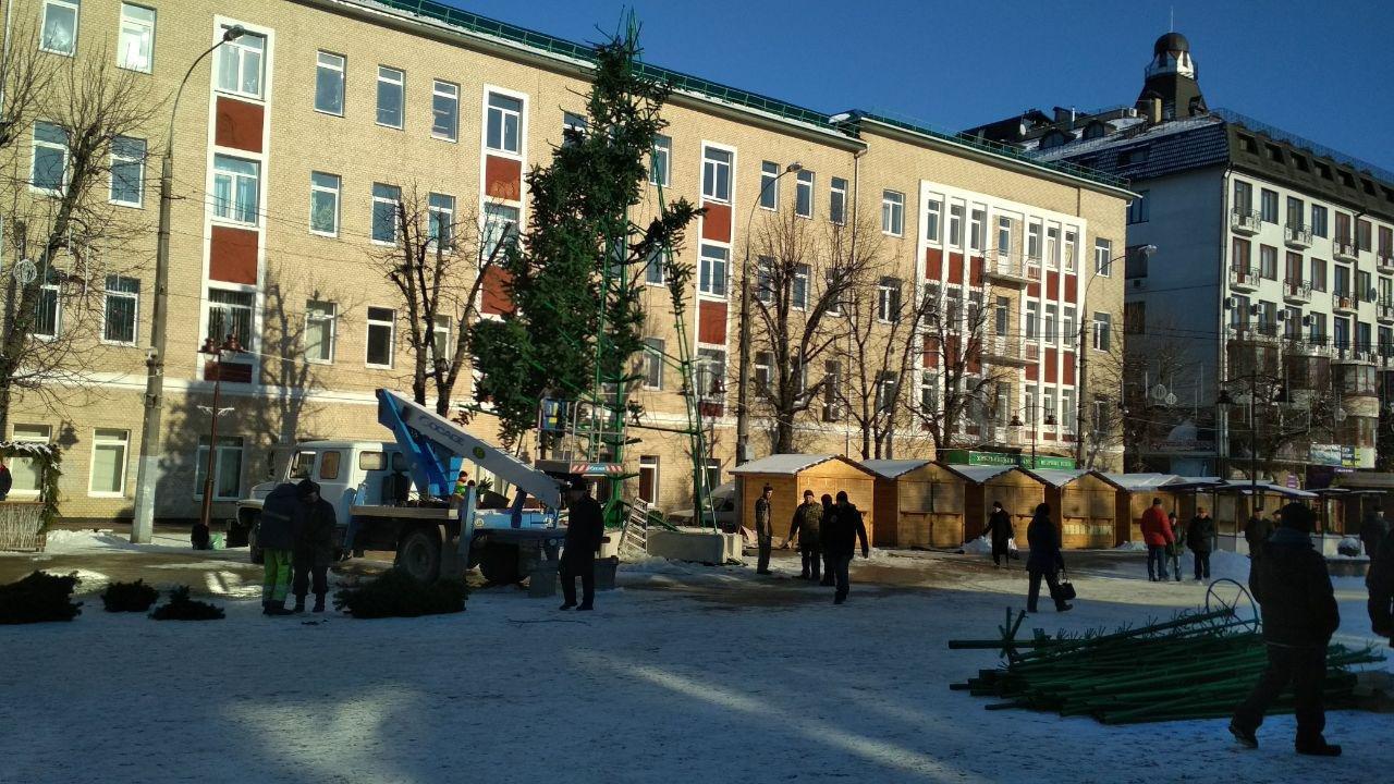 Фотофакт: у Хмельницькому майже розібрали головну ялинку, фото-1, Олег Шлапак