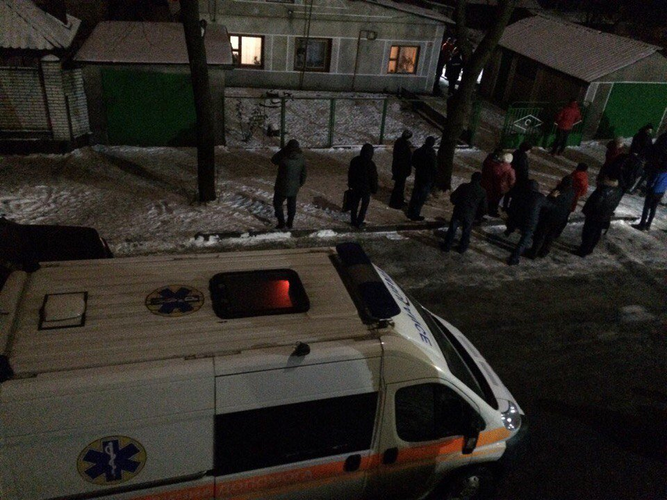 У Хмельницькому дебошир обливав людей бензином та палив шини. ФОТО, фото-2, Фото: vk.com/proskuriv