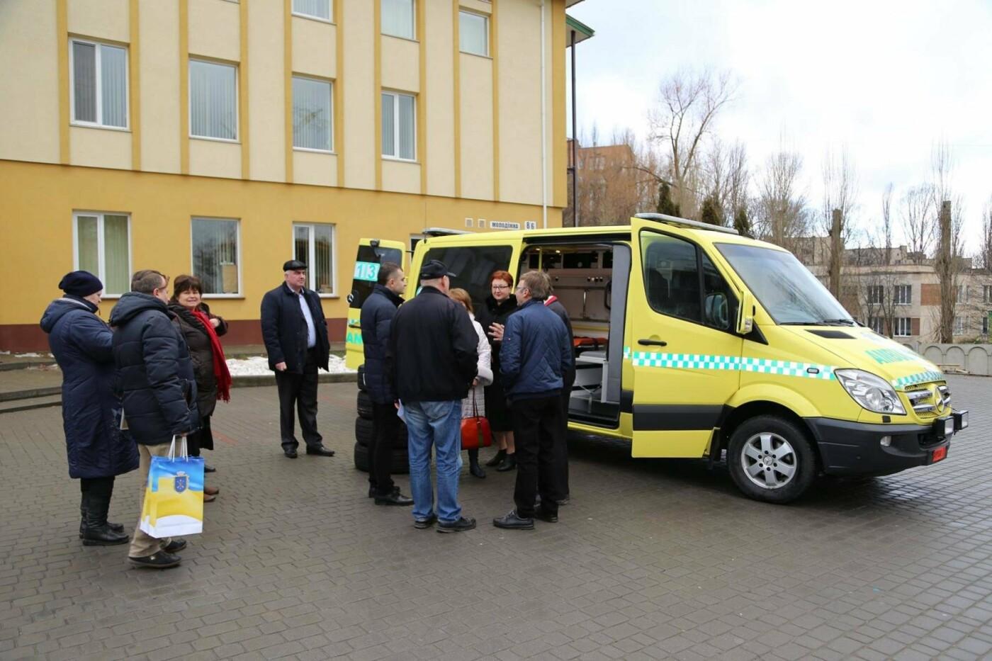 Сучасний реанімобіль відтепер обслуговуватиме маленьких пацієнтів Хмельницької міської дитячої лікарні, фото-6