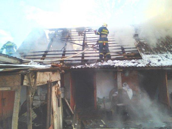 На Хмельниччині внаслідок пожежі житлового будинку постраждало двоє людей.ФОТО, фото-1