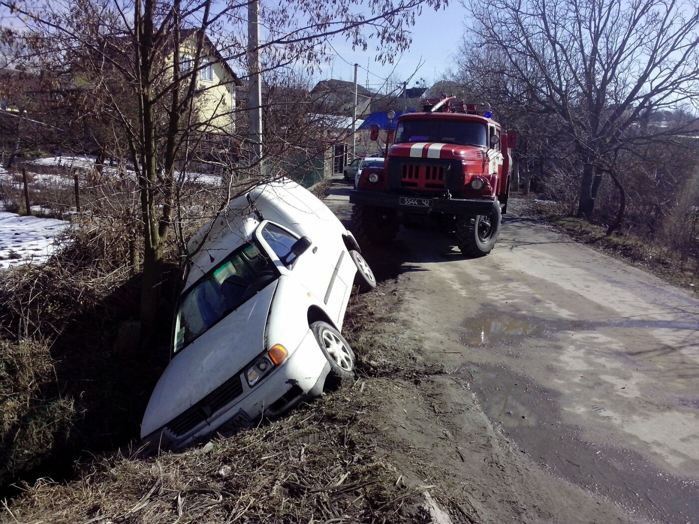 Красилівський район: вогнеборці витягнули автомобіль з кювету, фото-1