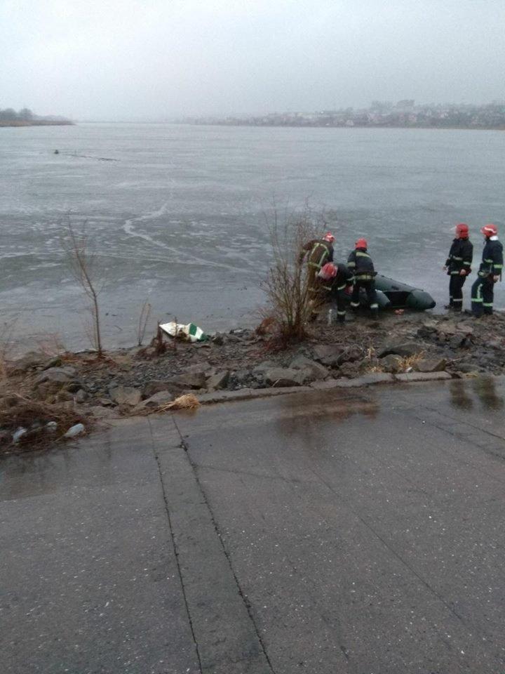 Як я радий вас бачити: У Хмельницькому випадково врятували чоловiка, що опинився у водi.ФОТО.ВІДЕО, фото-2