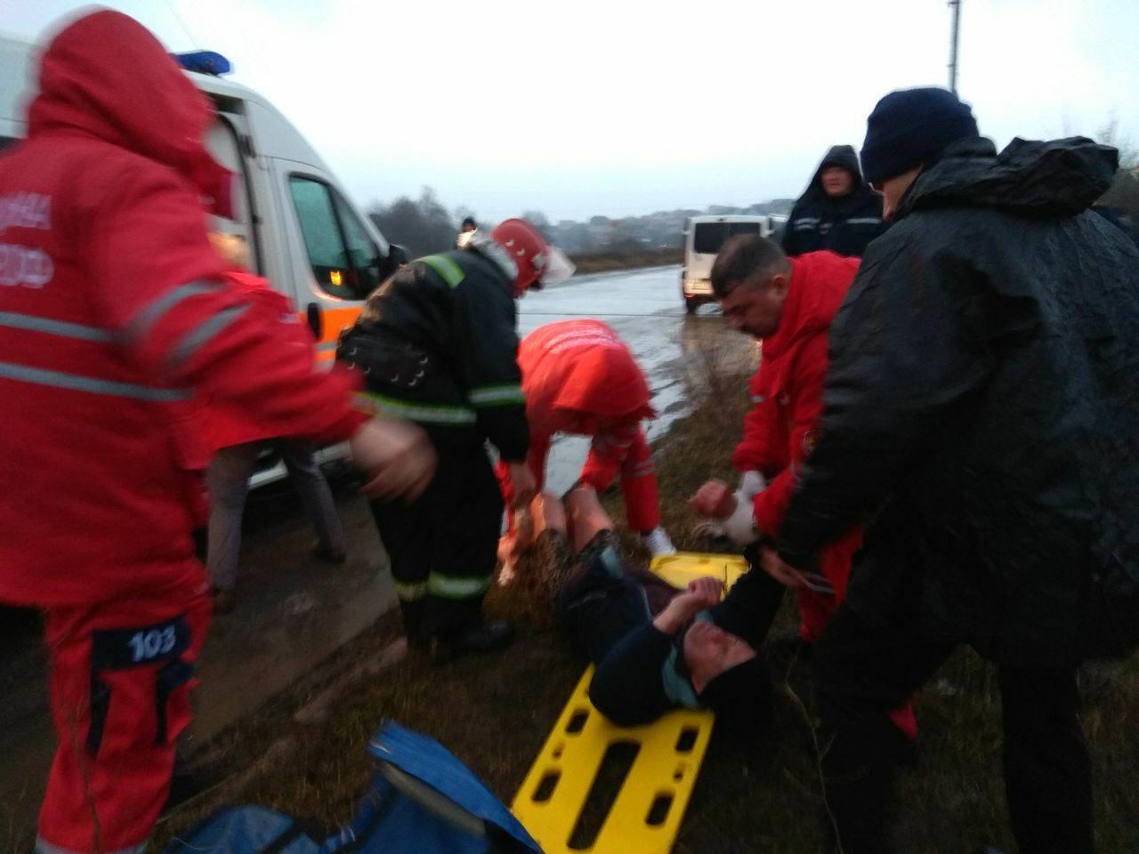 Як я радий вас бачити: У Хмельницькому випадково врятували чоловiка, що опинився у водi.ФОТО.ВІДЕО, фото-3
