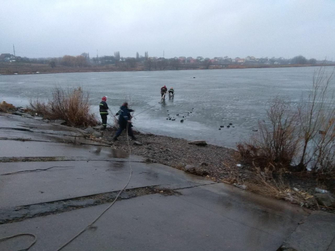 Як я радий вас бачити: У Хмельницькому випадково врятували чоловiка, що опинився у водi.ФОТО.ВІДЕО, фото-4