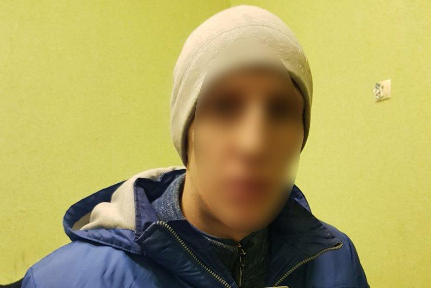 У Хмельницькому затримали зловмисника, який знімав гроші з рахунків громадян за допомогою мобільного додатку, фото-1
