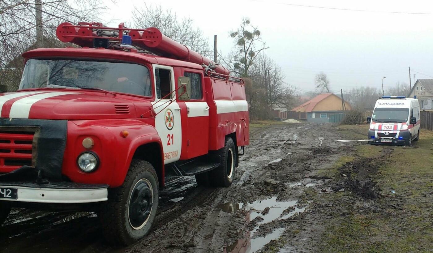Через бездоріжжя на Хмельниччині автомобіль швидкої допомоги на місце виклику прибув із затриманням, фото-1