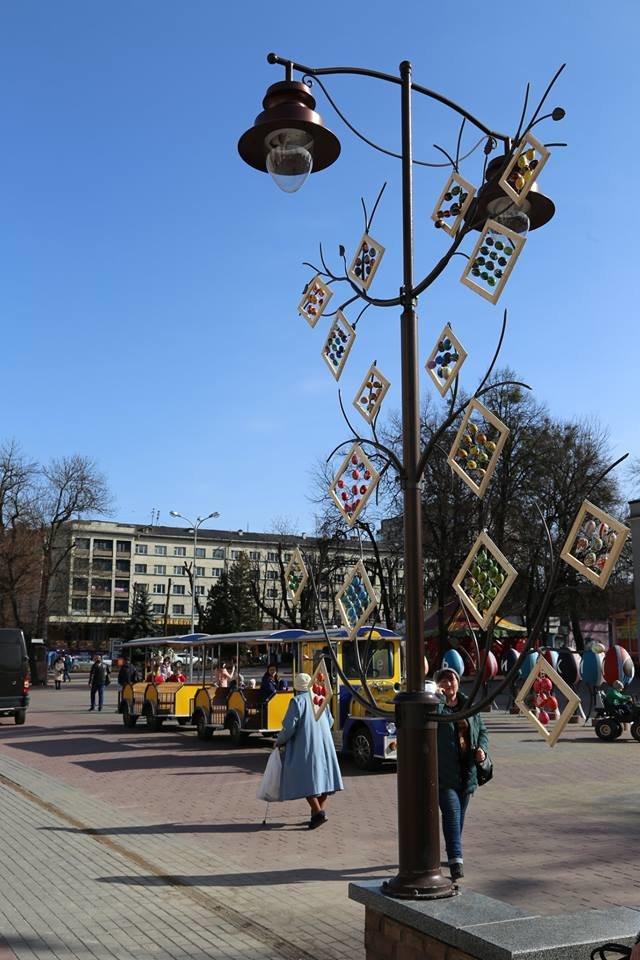 Красивий Великдень: У Хмельницькому засвітили 3-метрову писанку. ФОТО.ВІДЕО, фото-17