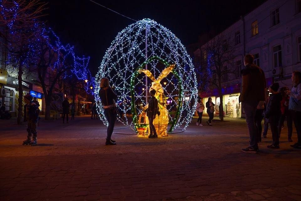 Красивий Великдень: У Хмельницькому засвітили 3-метрову писанку. ФОТО.ВІДЕО, фото-4