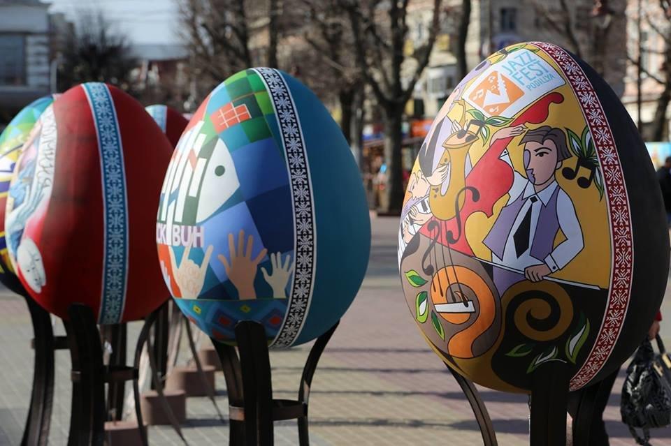 Красивий Великдень: У Хмельницькому засвітили 3-метрову писанку. ФОТО.ВІДЕО, фото-8