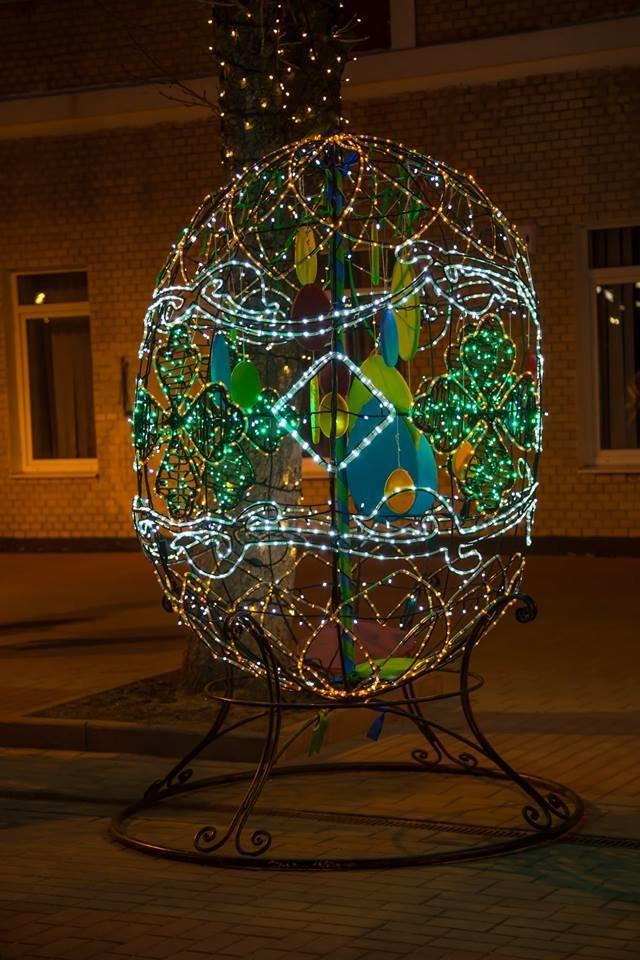 Красивий Великдень: У Хмельницькому засвітили 3-метрову писанку. ФОТО.ВІДЕО, фото-10