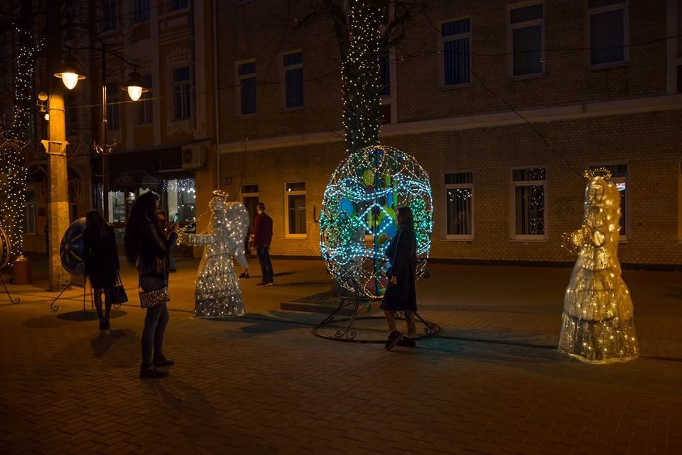 Красивий Великдень: У Хмельницькому засвітили 3-метрову писанку. ФОТО.ВІДЕО, фото-11