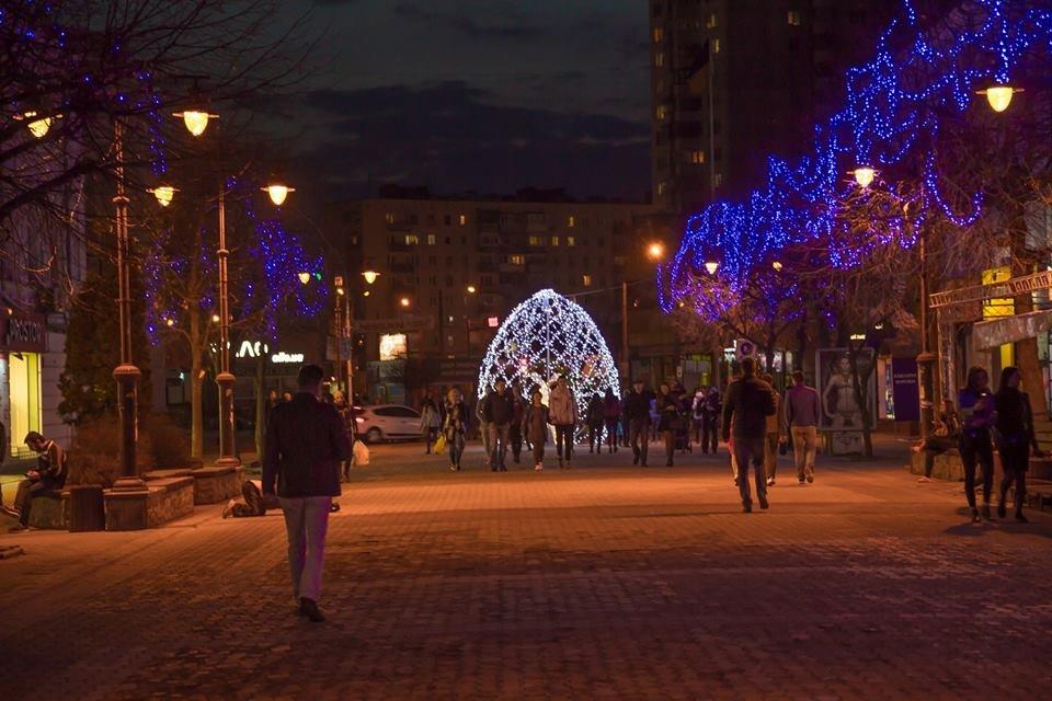 Красивий Великдень: У Хмельницькому засвітили 3-метрову писанку. ФОТО.ВІДЕО, фото-15