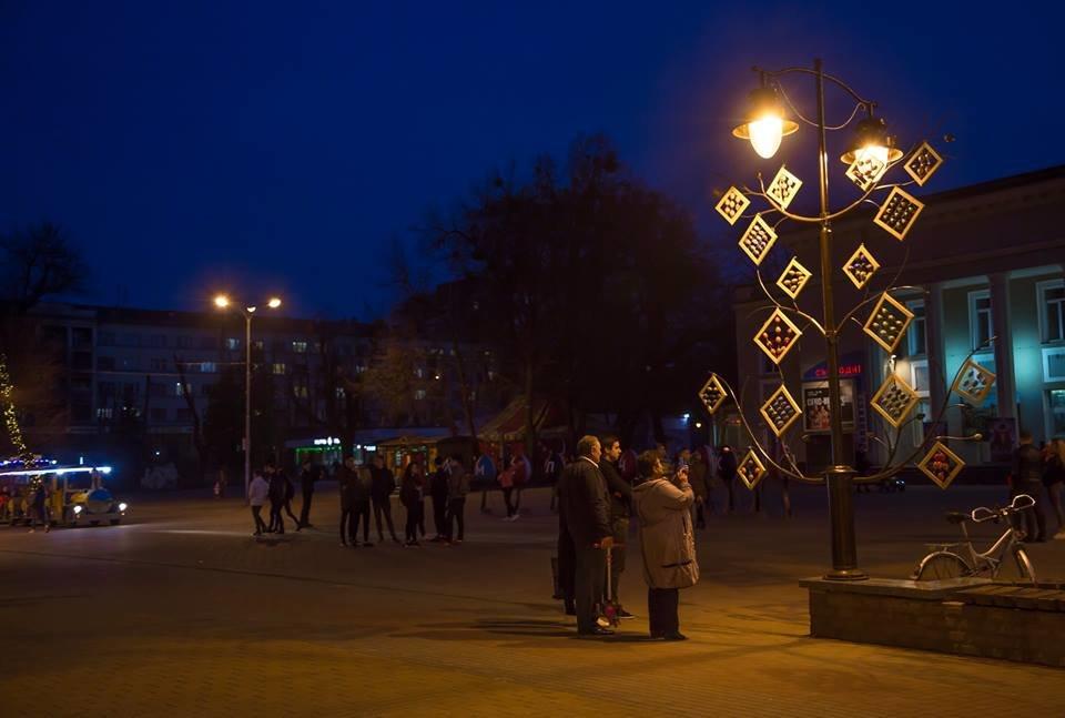 Красивий Великдень: У Хмельницькому засвітили 3-метрову писанку. ФОТО.ВІДЕО, фото-2