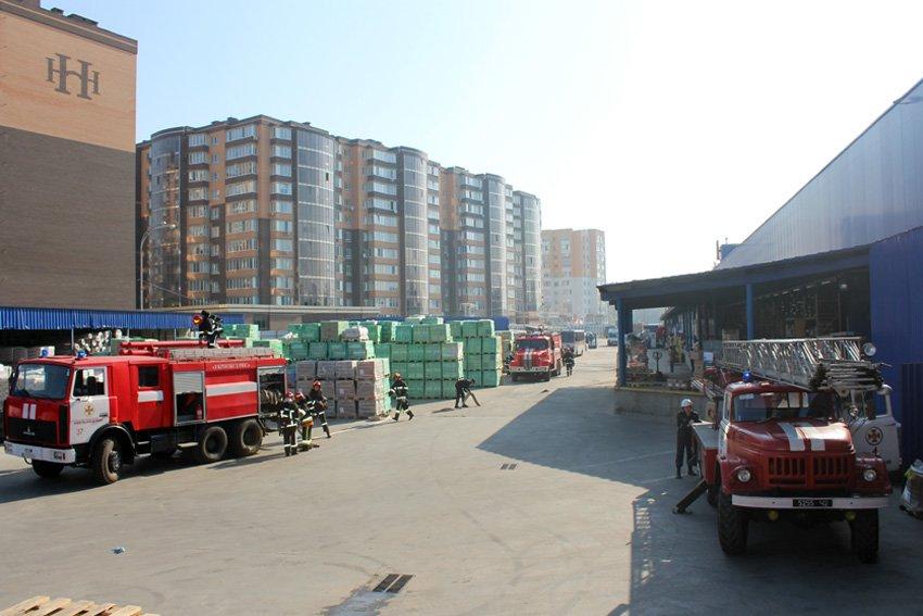 У Хмельницькому масово евакуювали людей з гіпермаркету «Епіцентр» , фото-2