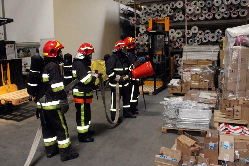 У Хмельницькому масово евакуювали людей з гіпермаркету «Епіцентр» , фото-7