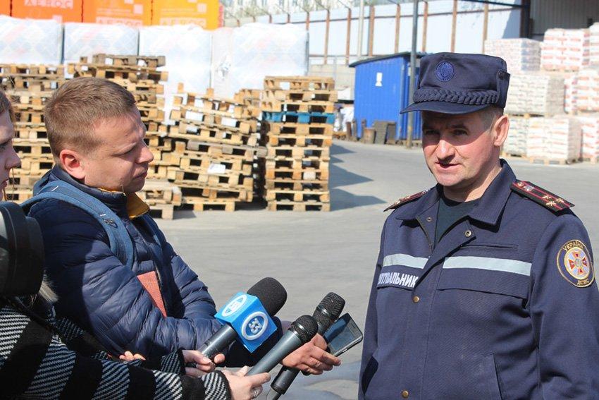 У Хмельницькому масово евакуювали людей з гіпермаркету «Епіцентр» , фото-10