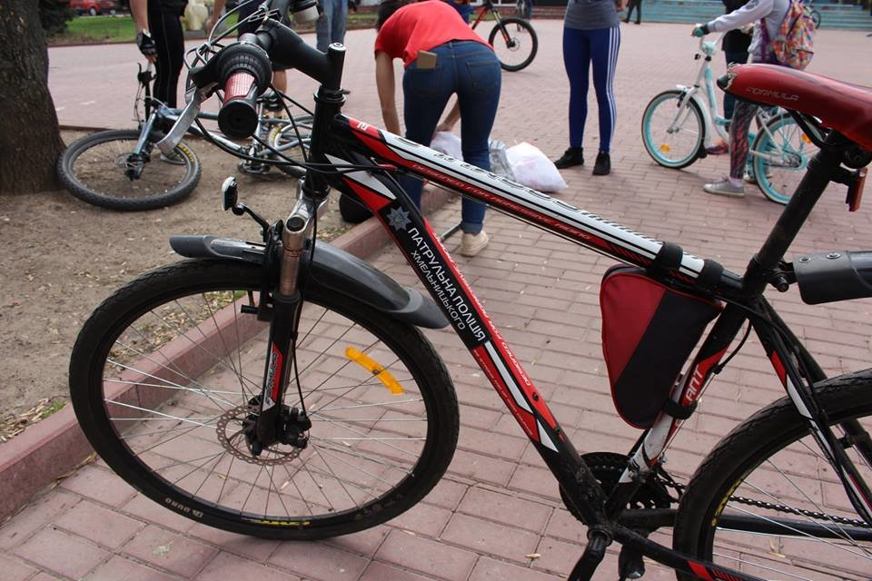 В місті Хмельницькому розпочав роботу поліцейський велопатруль , фото-4
