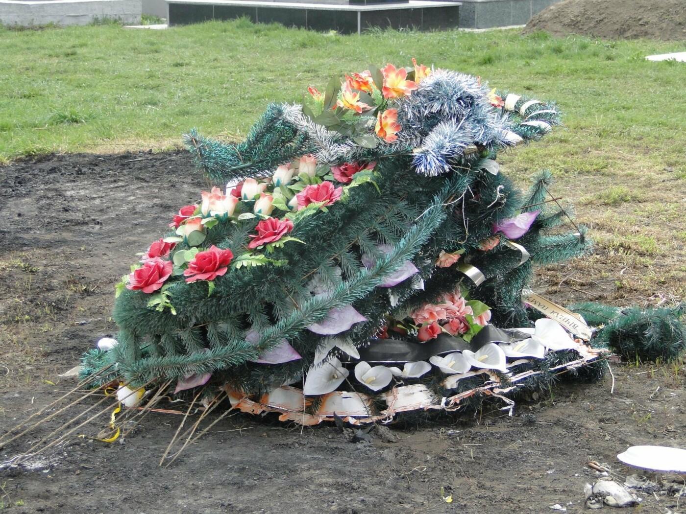 Вшанувати мертвих пам'ятаючи про живих: як виглядає хмельницьке кладовище після провідної неділі. ФОТО, фото-8
