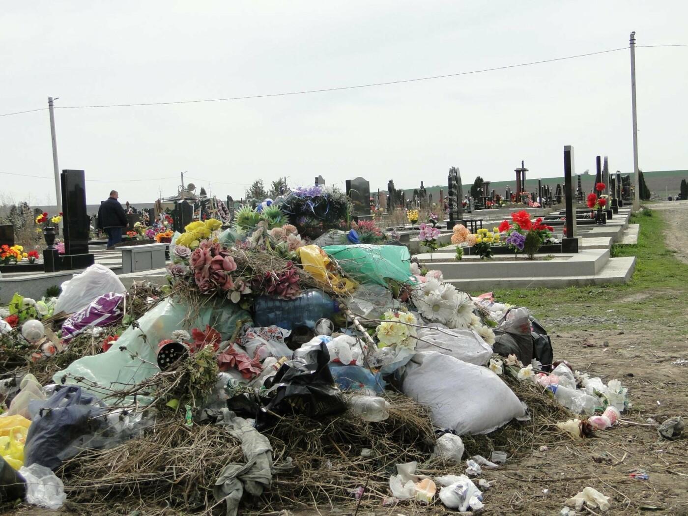 Вшанувати мертвих пам'ятаючи про живих: як виглядає хмельницьке кладовище після провідної неділі. ФОТО, фото-7