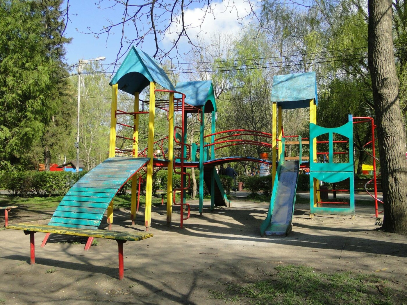 Травмоване дитинство: де зачаїлася небезпека на дитячому майданчику в парку Чекмана. ФОТО, фото-4