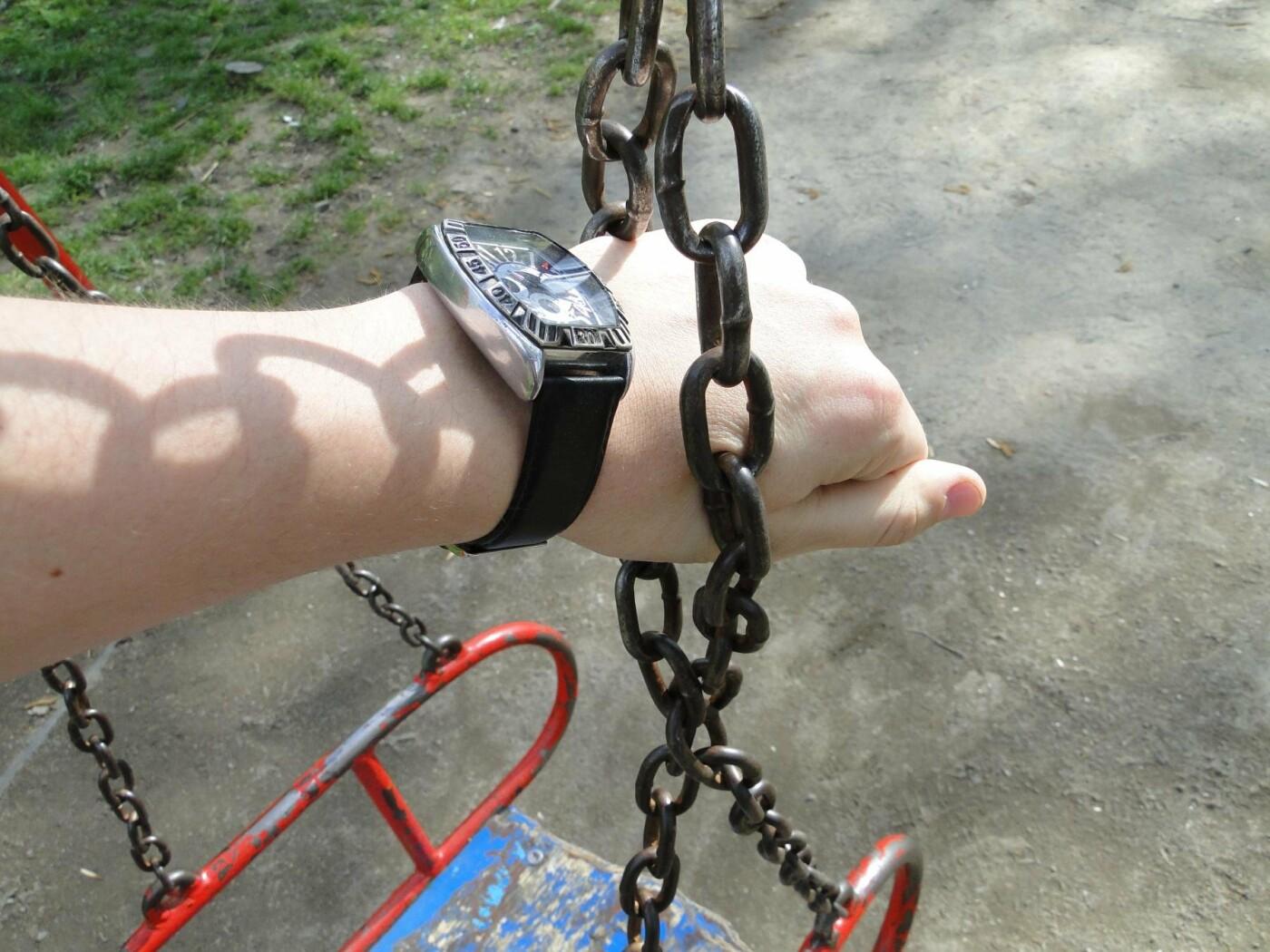 Травмоване дитинство: де зачаїлася небезпека на дитячому майданчику в парку Чекмана. ФОТО, фото-8