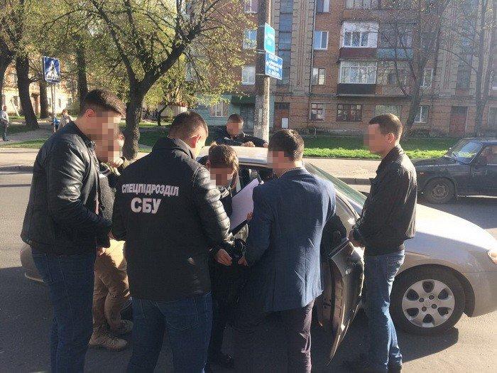 «Допомагали відкосити від армії»: хмельницьких поліцейських спіймали на хабарі, фото-1