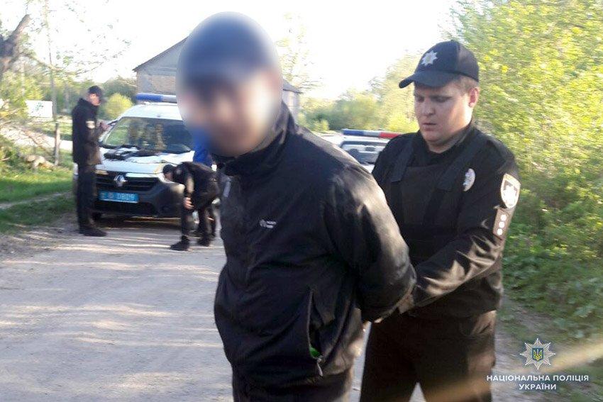 На Хмельниччині поліцейські стріляли по автомобілю п'яного водія. ФОТО, ВІДЕО, фото-1