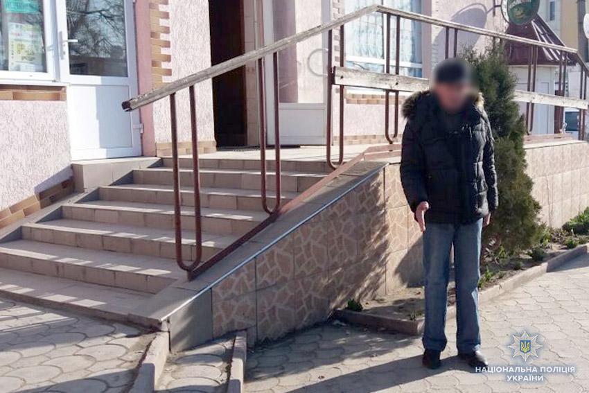 На Хмельниччині в кафе пограбували балакучого нетверезого пенсіонера, фото-2