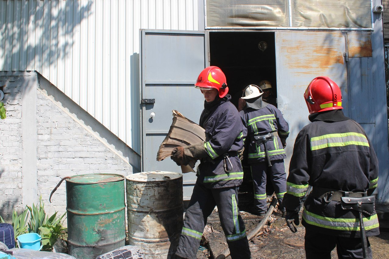 Хмельницький: рятувальники ліквідували пожежу на швейному підприємстві (ВІДЕО), фото-2