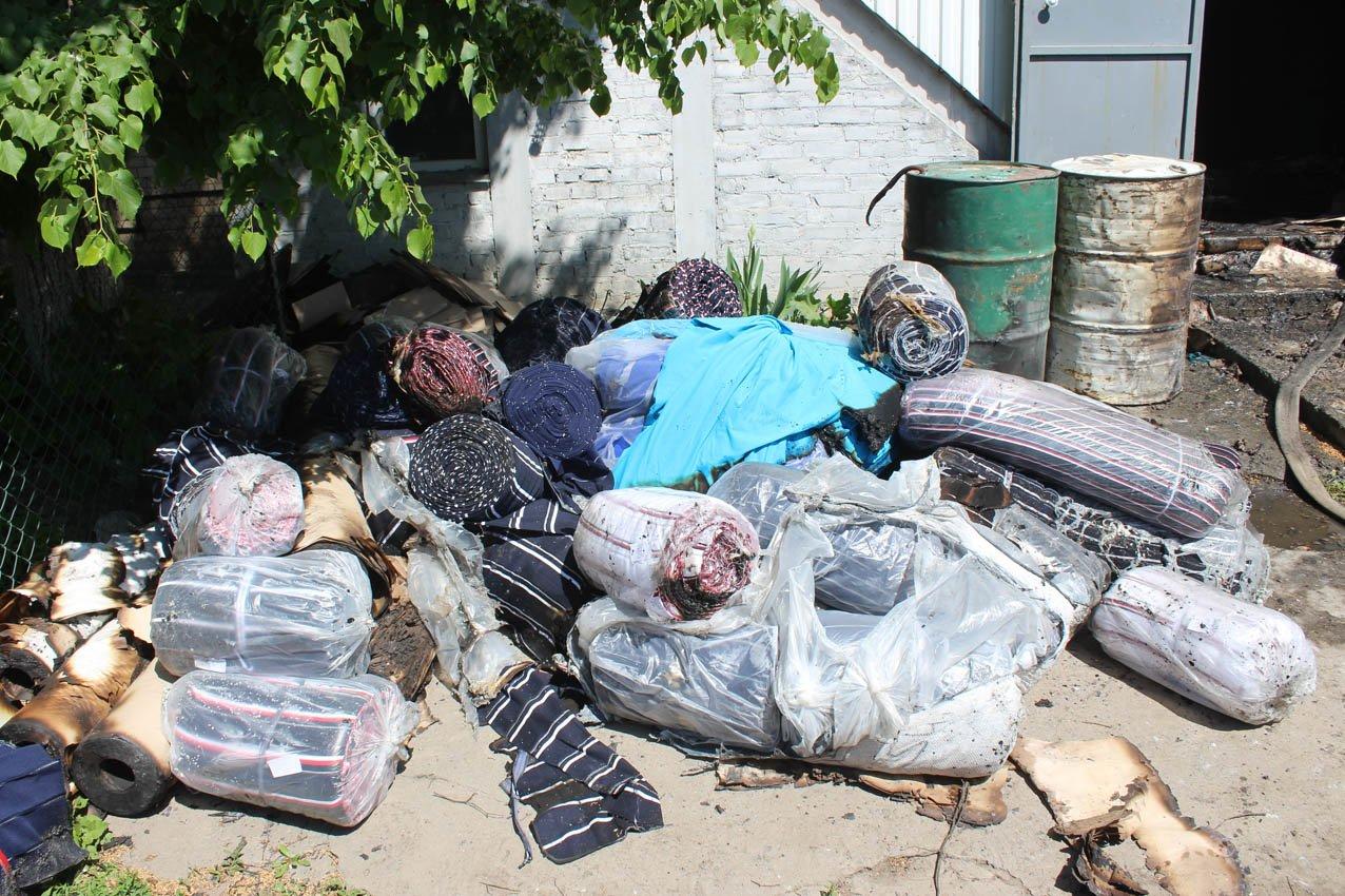Хмельницький: рятувальники ліквідували пожежу на швейному підприємстві (ВІДЕО), фото-1
