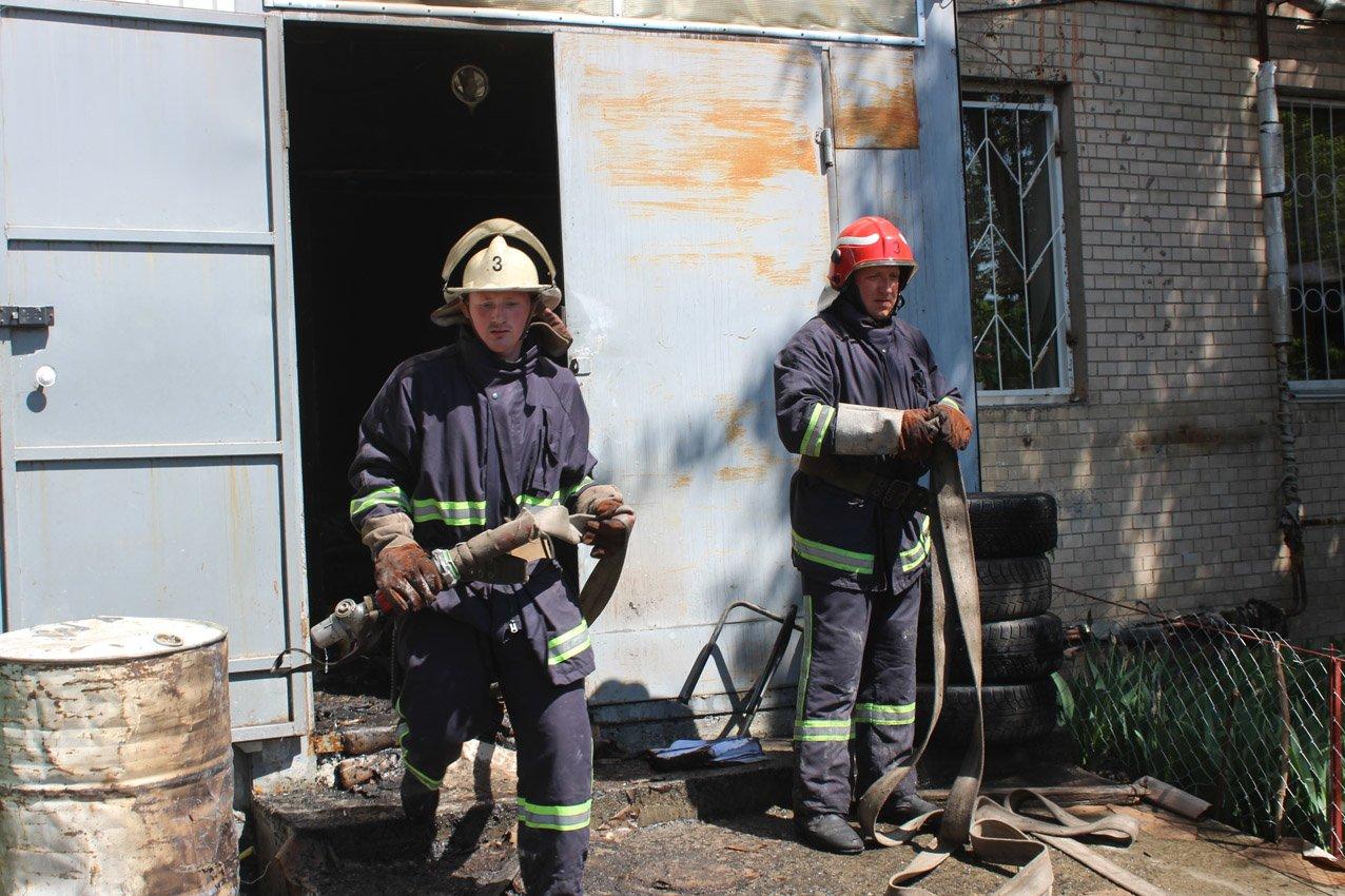 Хмельницький: рятувальники ліквідували пожежу на швейному підприємстві (ВІДЕО), фото-4