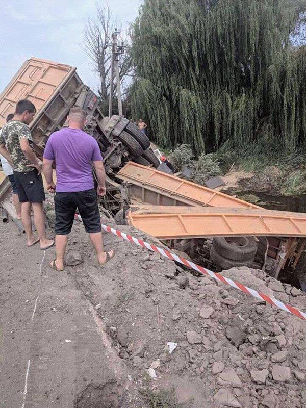 Вантажівка вилетіла з моста: опубліковані фото ДТП під Хмельницьким, фото-4