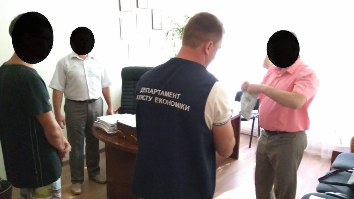 Хабар за вступ: На Хмельниччині затримано керівника навчального закладу. ФОТО, фото-1