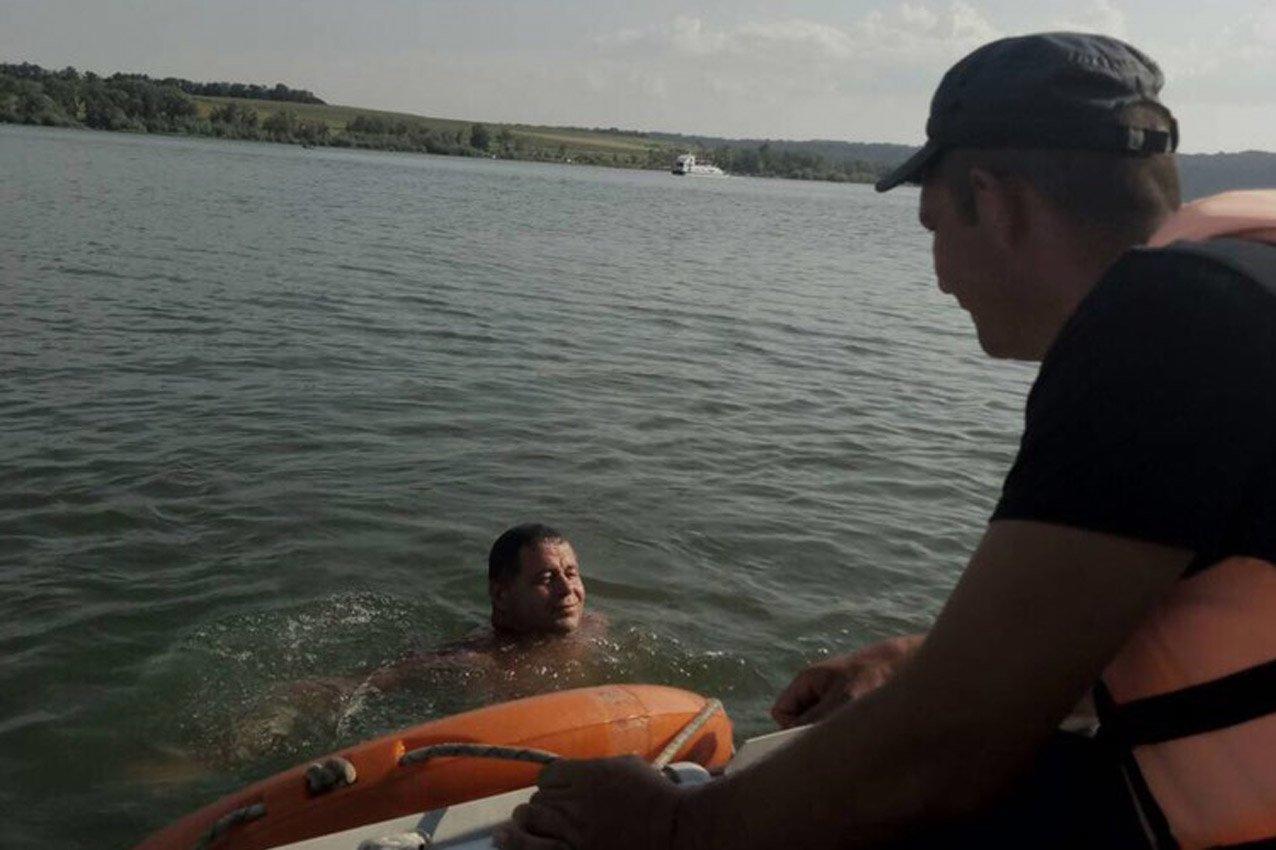 Надзвичайники врятували чоловіка, який ледь не потонув у річці Дністер. ФОТО, фото-1