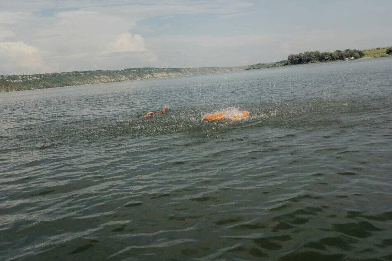 Надзвичайники врятували чоловіка, який ледь не потонув у річці Дністер. ФОТО, фото-2