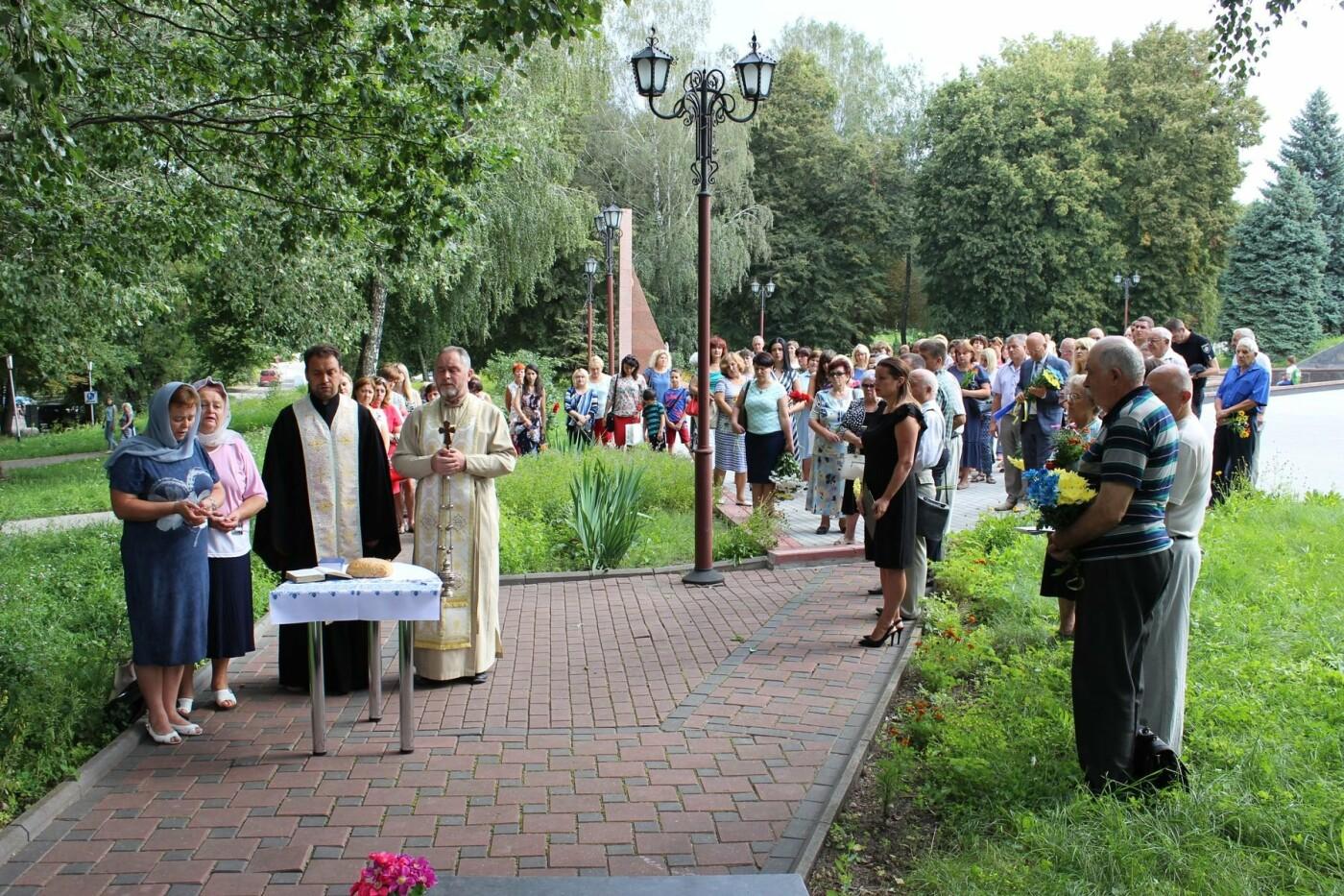 У Хмельницькому поклали квіти до пам'ятного знаку «Жертвам репресій». ФОТО, фото-9