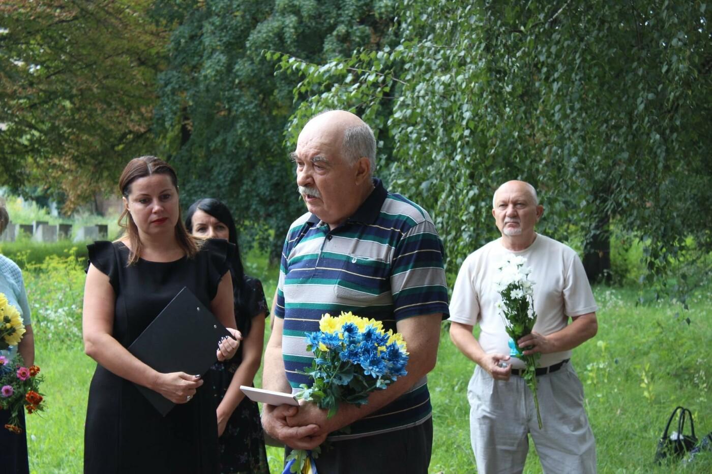 У Хмельницькому поклали квіти до пам'ятного знаку «Жертвам репресій». ФОТО, фото-8