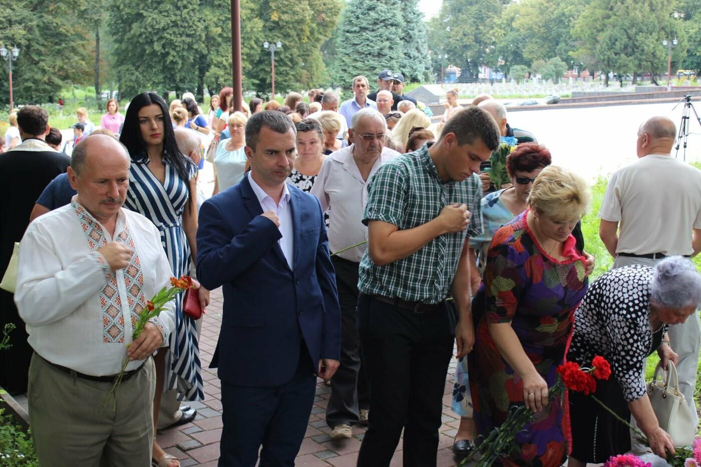 У Хмельницькому поклали квіти до пам'ятного знаку «Жертвам репресій». ФОТО, фото-7