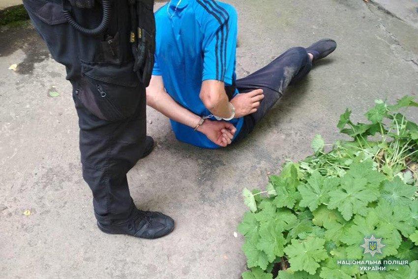 На Хмельниччині чоловік в масці пограбував магазин. ФОТО, фото-2