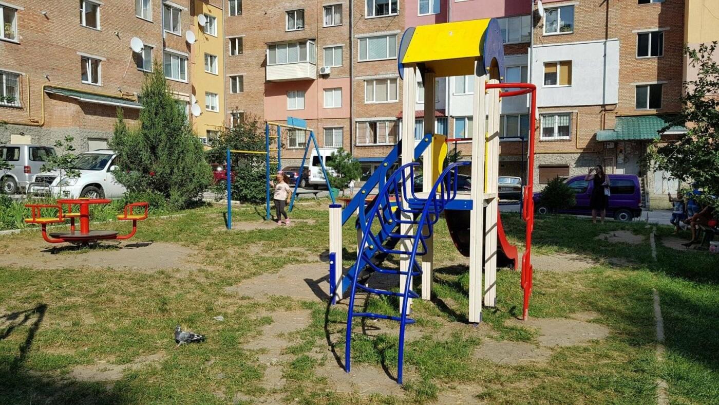 У  хмельницьких дворах активно з'являються дитячі та спортивні майданчики, фото-5