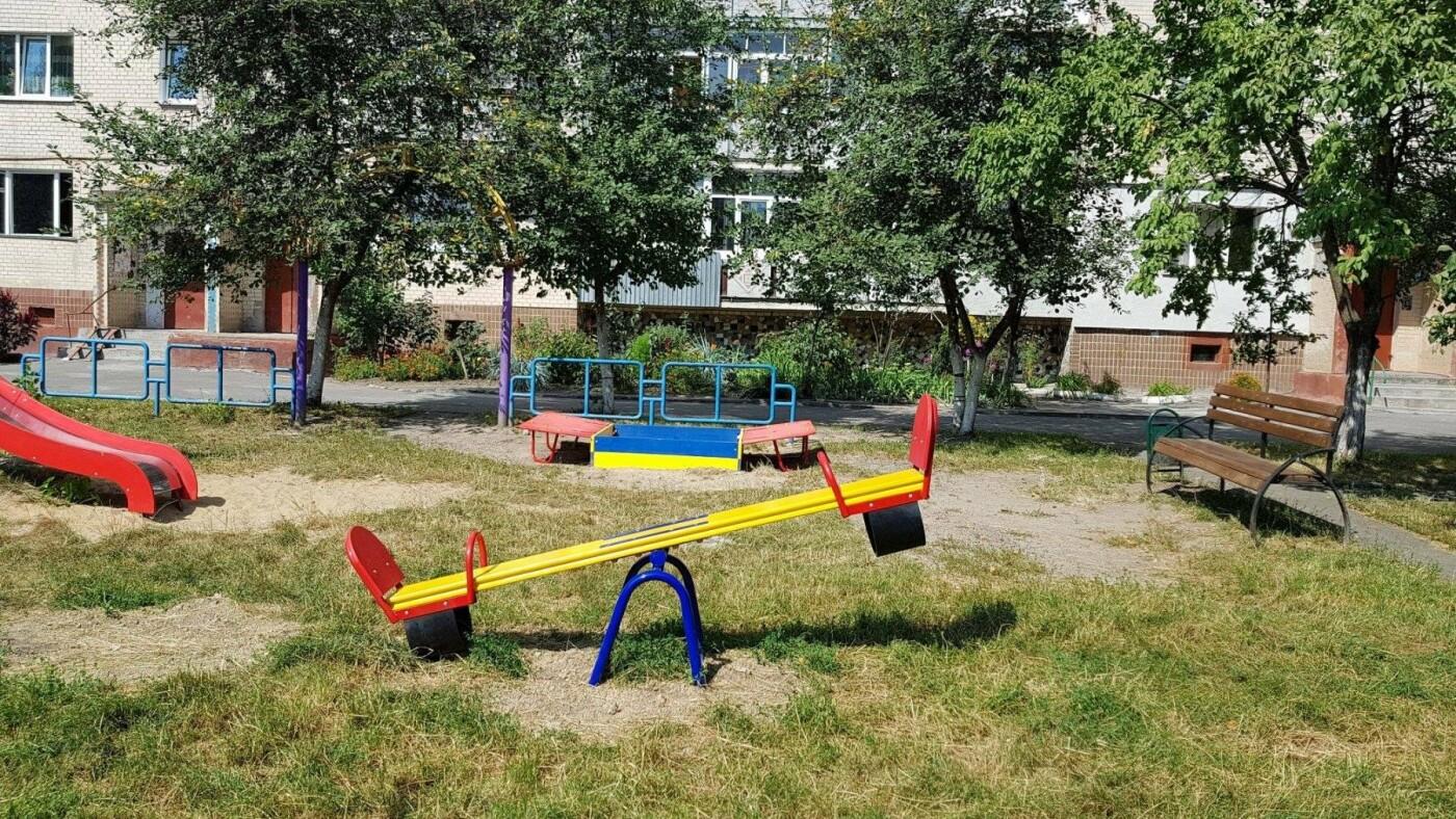 У  хмельницьких дворах активно з'являються дитячі та спортивні майданчики, фото-12