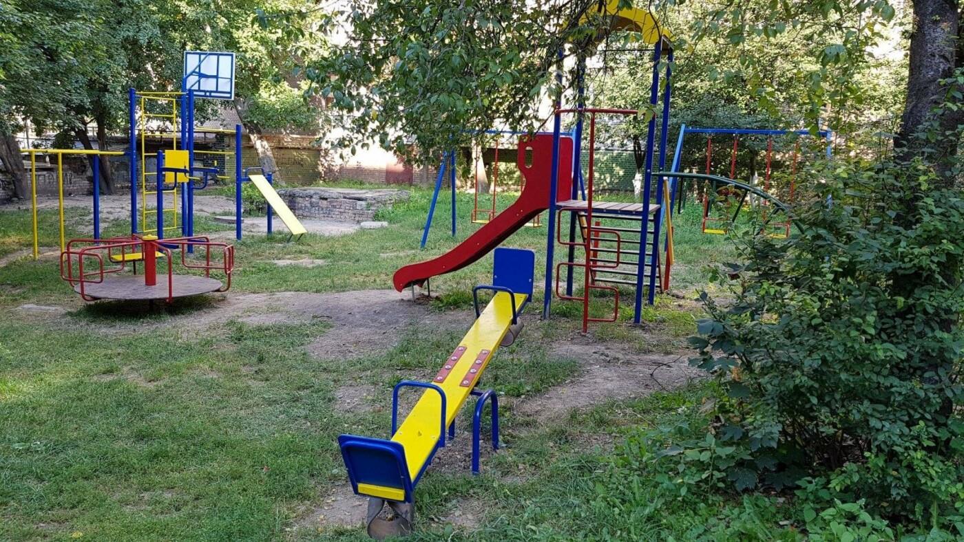 У  хмельницьких дворах активно з'являються дитячі та спортивні майданчики, фото-9