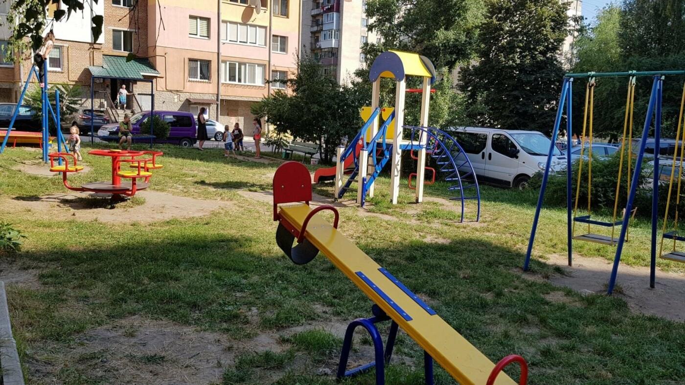 У  хмельницьких дворах активно з'являються дитячі та спортивні майданчики, фото-11