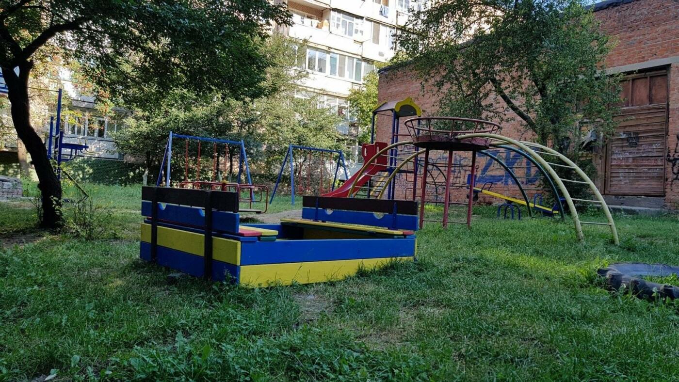 У  хмельницьких дворах активно з'являються дитячі та спортивні майданчики, фото-7