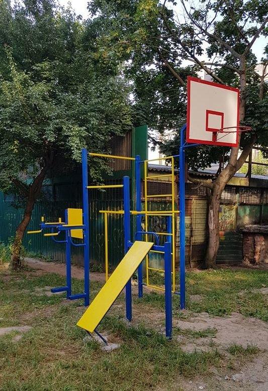 У  хмельницьких дворах активно з'являються дитячі та спортивні майданчики, фото-1
