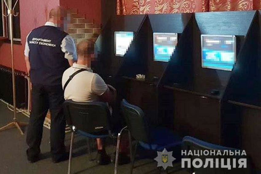 На Хмельниччині поліцейські викрили підпільне казино. ФОТО, фото-1
