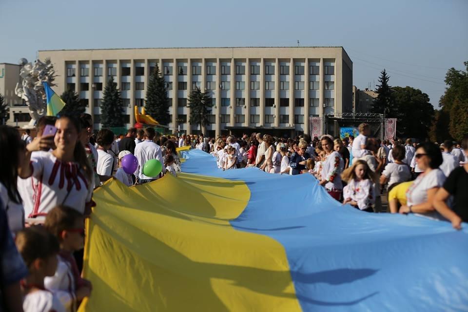 Хмельничани традиційно відзначили День Незалежності України парадом вишиванок. ВІДЕО, фото-1