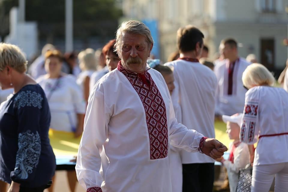 Хмельничани традиційно відзначили День Незалежності України парадом вишиванок. ВІДЕО, фото-2
